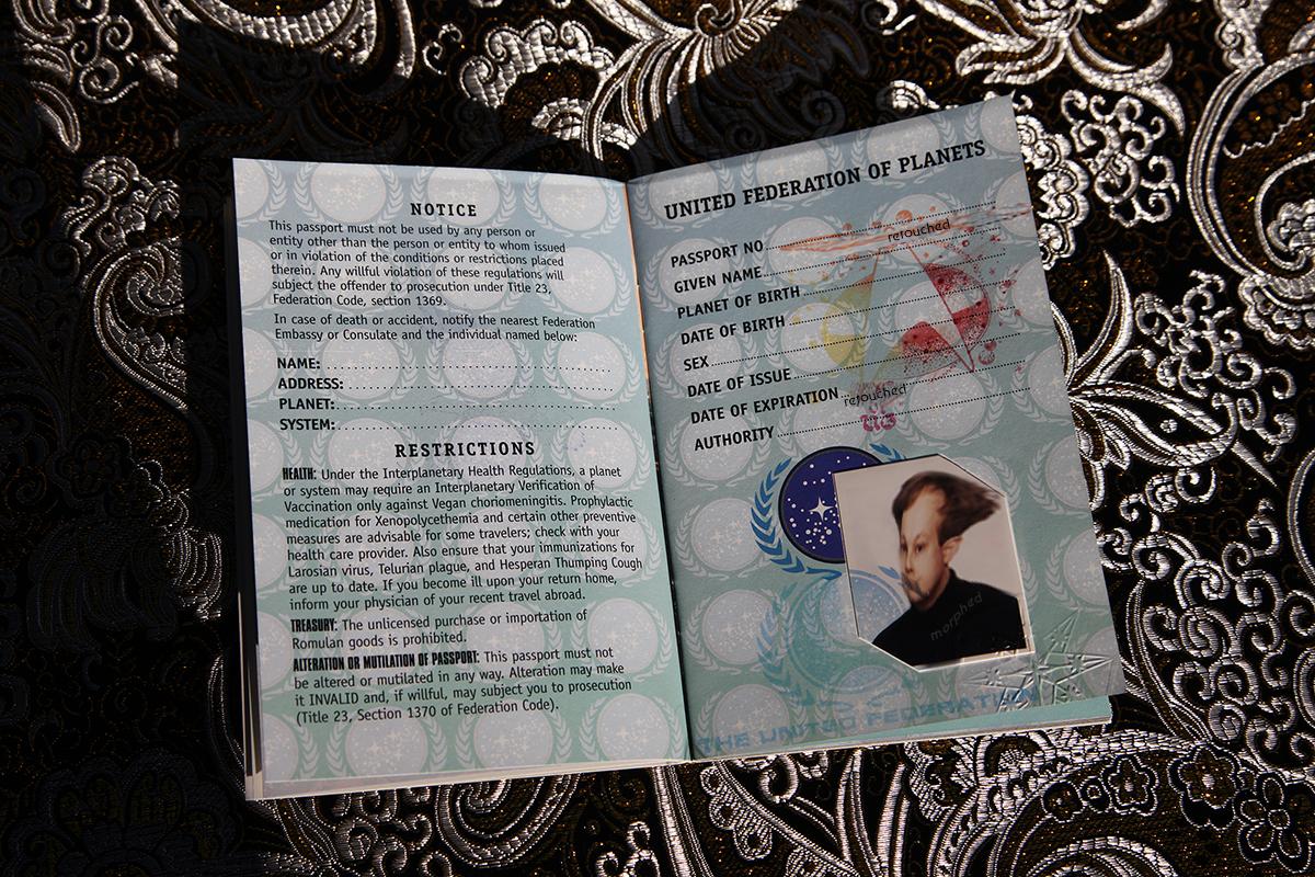 Star Trek Federation Passport - possessor