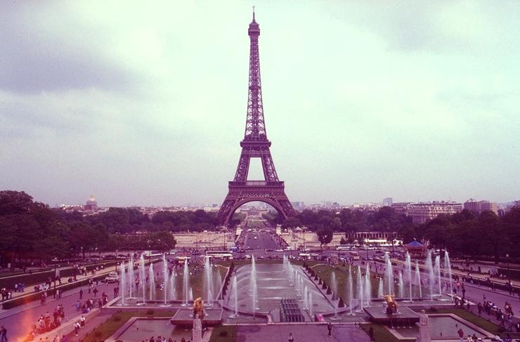 Eiffelturm manuell gruen