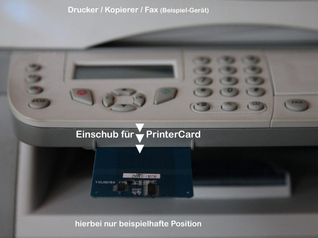 Einschub mit TonerCard am Drucker, Kopierer, Fax