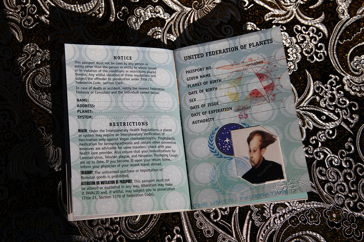 Star Trek Federation Passport - possessor